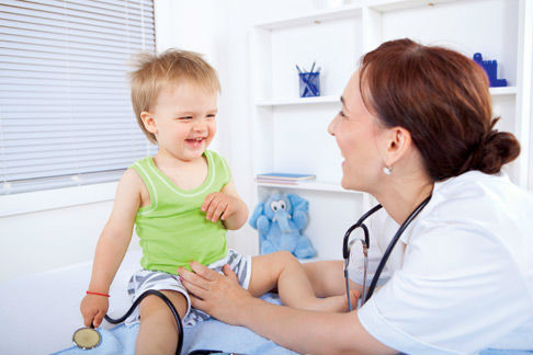 врач и ребенок