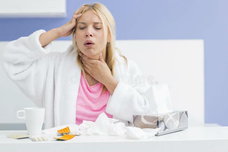Почему болит голова при кашле и что делать при частой цефалгии