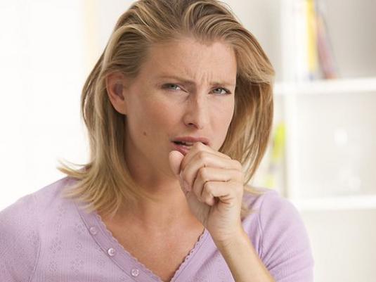 кашель у женщины
