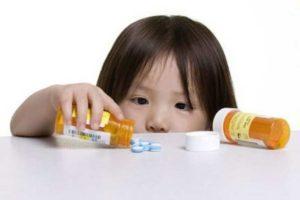 девочка и лекарство